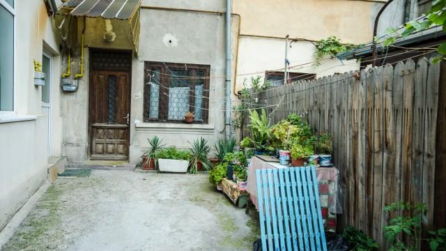 O curte interioară de pe strada Traian Demetrescu