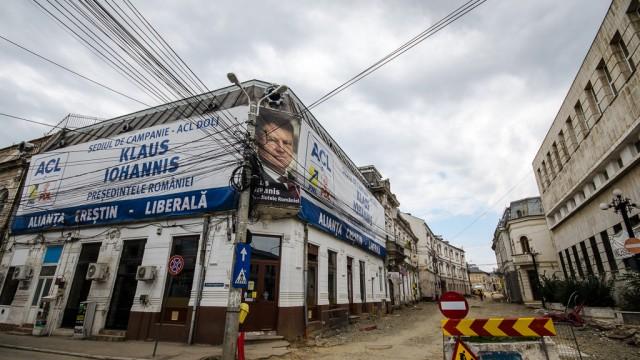 Ţărână, politică şi cabluri la intersecţia dintre străzile Fraţii Buzeşti şi Mihail Kogălniceanu