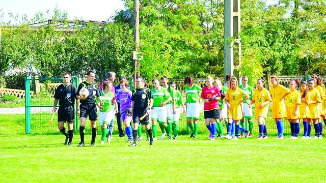 Fotbalistele de la Oltenia (în galben) au fost învinse cu 30-0 de Victoria Craiova, în Cupă