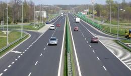 Masterplanul de Transport cuprinde o autostradă, Craiova - Piteşti, şi două drumuri expres, Craiova - Alexandria - Bucureşti şi Lugoj - Craiova. Acestea vor fi finanţate din fonduri europene  în perioada 2014 - 2030. Autorităţile române au pus accentul pe drumuri expres şi nu pe autostrăzi, pe motiv că ar costa mai puţin şi nu diferă cu mult de autostrăzi. De exemplu, aşa arată drumul expres S1, în Polonia, în apropiere de Bielsko Biala