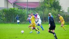 Jucătorii de la CSU II Craiova (în alb) i-au ţinut departe de poarta lor pe adversarii de la Cârcea