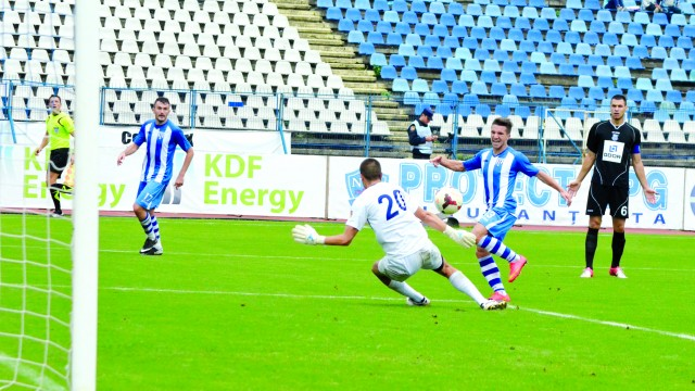 Alexandru Băluţă (la minge) îşi doreşte o evoluţie bună contra fostei echipe şi o calificare fără emoţii în sferturile Cupei