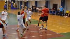 Jucătorii craioveni (în alb) nu le-au dat nici o şansă adversarilor