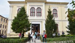 """Clădirea de pe strada Mihai Viteazul nr. 2, unde învață circa 700 de elevi, a ajuns motiv de dispută între Mitropolie, Colegiul Național """"Elena Cuza"""" și Primăria Craiova"""