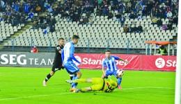 Băluţă (dreapta) a împins mingea în poartă de la câţiva metri, deschizând scorul
