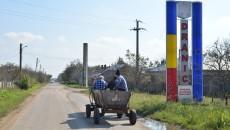 Pe drumurile din Drănic se pot vedea căruțe la orice oră din zi
