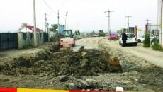 Pe șantier, termenul asumat de primărie pentru finalizarea lucrărilor de asfaltare, 20 octombrie, nu pare să fie real