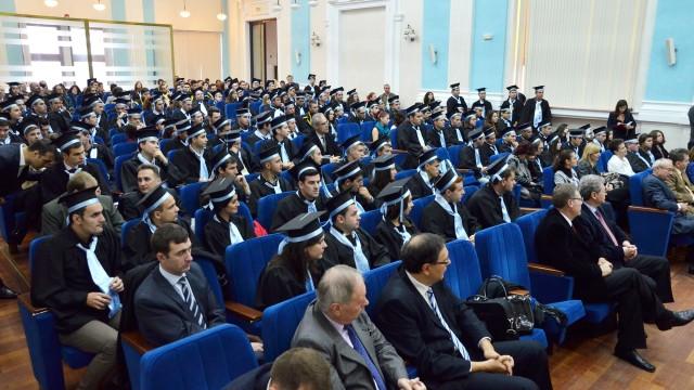 Absolvenții promoției 2013-2014 a Facultății de Automatică, Calculatoare și Electronică, la festivitatea de acordare a diplomelor de licență