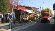 Autoutilitara s-a răsturnat după ce șoferul a pierdut controlul direcției
