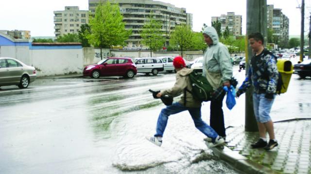 Craiovenii vor scăpa de apa de ploaie, cel puțin de pe facturi, însă nu se știe de ce tocmai din luna noiembrie