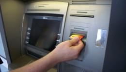 Cei zece inculpați au fost acuzați de procurorii DIICOT că montau aparatură pe bancomate pentru a copia datele cardurilor de credit
