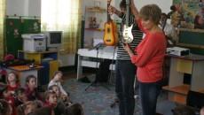 """Micuții de la Grădinița """"Petrache Poenaru"""" au descoperit instrumentele muzicale în cadrul Caravanei"""