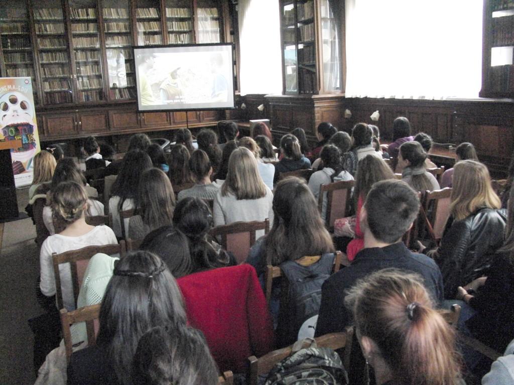 """Tinerii liceeni au vizionat în prima zi a proiectului Cinema-Edu documentarul """"Waste Land"""""""