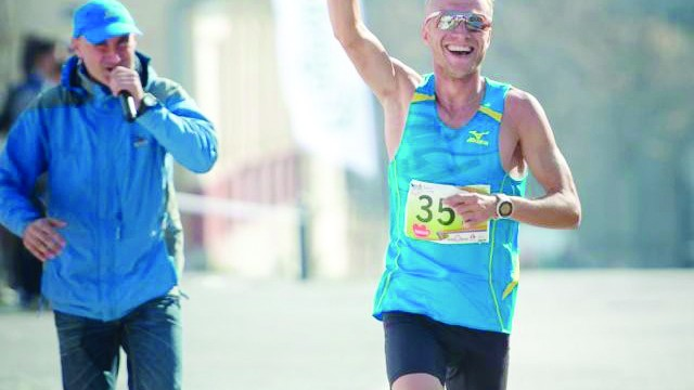 Marius Ionescu, alergătorul emblematic al Craiovei, vă invită la mişcare în centrul oraşului