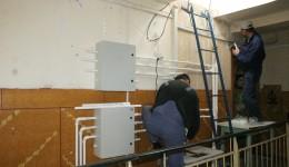Mulți craioveni își scot coloanele de apă rece pe casa scării
