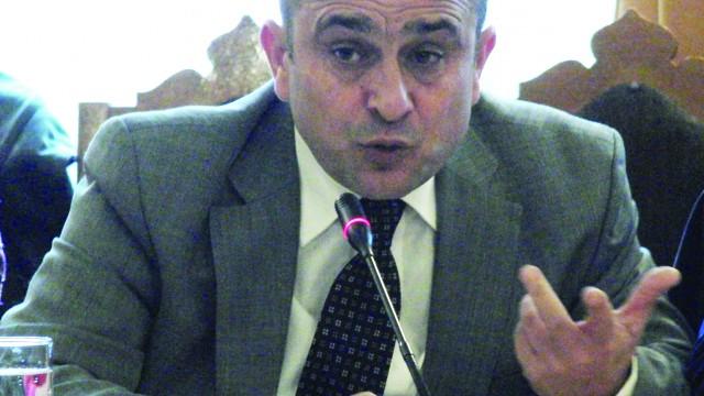 Marcel Marcea (PDL) le-a reproșat colegilor de la PSD că iau hotărârile de consiliu județean la partid