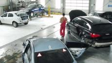 Cei care fac accidente și ajung cu mașina în service trebuie să aibă răbdare până când firma de asigurări le decontează contravaloarea lucrărilor