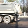 Mai mulți șoferi s-au plâns că din cauza camioanelor ROMFER TRANS strada Caracal e plină de noroi