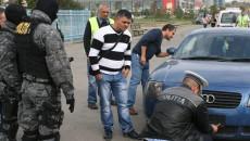 Deși unii șoferi au comentat, polițiștii le-au ridicat plăcuțele cu numerele de înmatriculare după mașini