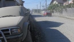 Traficul închis pe strada Bariera Vâlcii a generat multă aglomerație pe Aleea I Șimnic, iar locatarii se plâng de norii de praf  pe care trebuie să îi îndure în fiecare zi