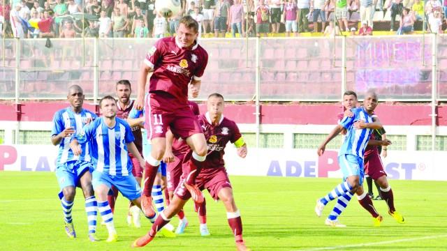 Frăsinescu (numărul 4) şi colegii săi au de luat o revanşă în faţa Rapidului, după eliminarea din Cupa Ligii