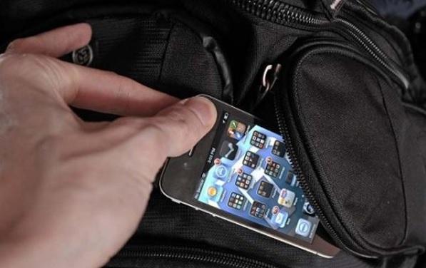 Trei femei, prinse după ce au furat două telefoane
