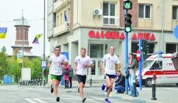 Paul Brabiescu Călinescu, Mădălin Ionescu şi Marius Buşcă vor alerga cu drapelul României până la Alba Iulia