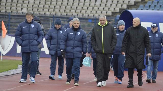 Emil Săndoi (foto stânga) a apreciat jocul elevilor săi şi devotamentul suporterilor