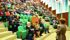 Studenți, rezidenți și profesori la ceremonia de început a anului universitar 2014-2015