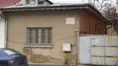 """O plăcuţă care amintea de casa şi cârciuma """"La ieftinirea traiului"""" de pe fosta stradă Sineasca, unde a copilărit Ioana Radu, nu mai există astăzi"""