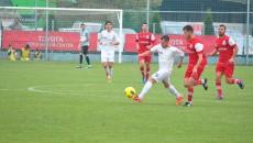 Dorin Preda (la minge) și colegii săi au avut viață grea la Ștefănești