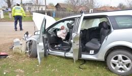 Oamenii legii au stabilit după primele cercetări că șoferul a pierdut controlul mașinii din cauza neatenției