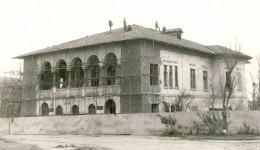 Istoricii susțin că un tunel mergea de la Casinul Minerva spre Casa Băniei (foto), ca apoi să continue până aproape de Jiu