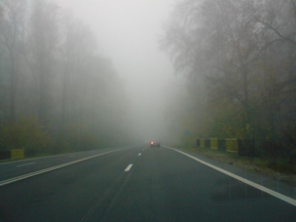 Se circulă în condiţii de ceaţă