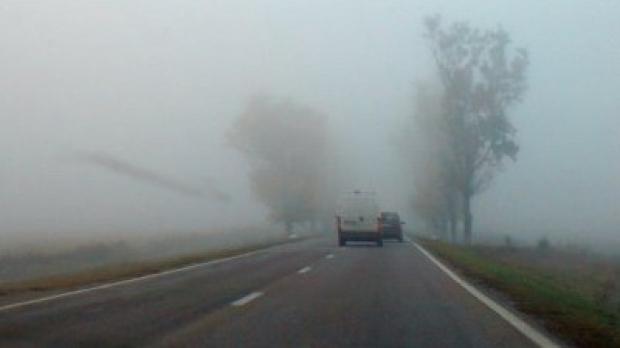 Se circuă în condiţii de ceaţă pe drumurile din judeţul Olt