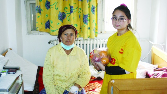 Copiii au intrat în saloane cu plasele doldora,  bucuroși că au putut să ajute