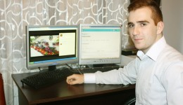 "Răzvan Stoian este elev la Colegiul Național ""Elena Cuza"" din Craiova"