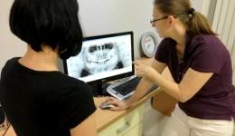 Medicul stomatolog Melania Cojocaru spun că tehnica a evoluat mult în domeniul implantului dentar