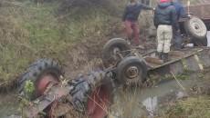 tractor rasturnat oameni