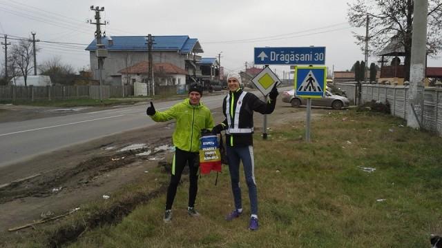 Marius Bușcă și Mădălin Ionescu, la un schimb de ștafetă pe traseu