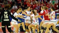 Norvegiencele, campioanele olimpice, pornesc favorite în finala cu Spania (foto: EHF)