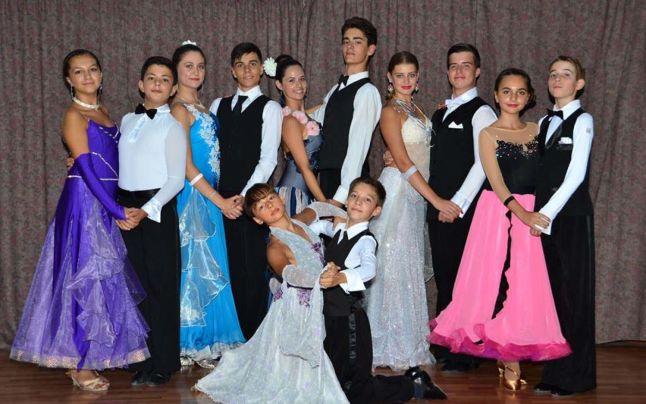 O parte a dansatorilor Clubului Marea Generaţie Viitoare din Slatina (Foto: adevarul.ro)