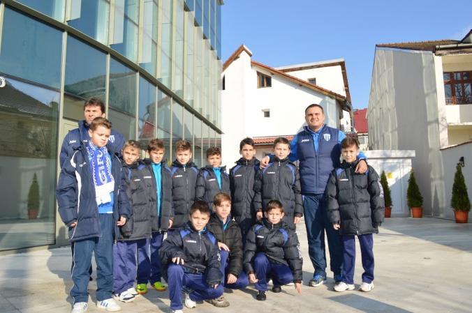 """Dumitru Barbu (stânga, rândul de sus) și Bogdan Budescu trebuie să-i îndrume spre victorii frumoase pe juniorii E la Turneul """"Gheorghe Ola"""""""