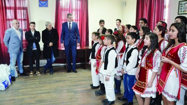 Reprezentanţii CSU au fost plăcut impresionaţi de colindele copiilor de la DGASPC Dolj (Foto: Alexandru Vîrtosu)