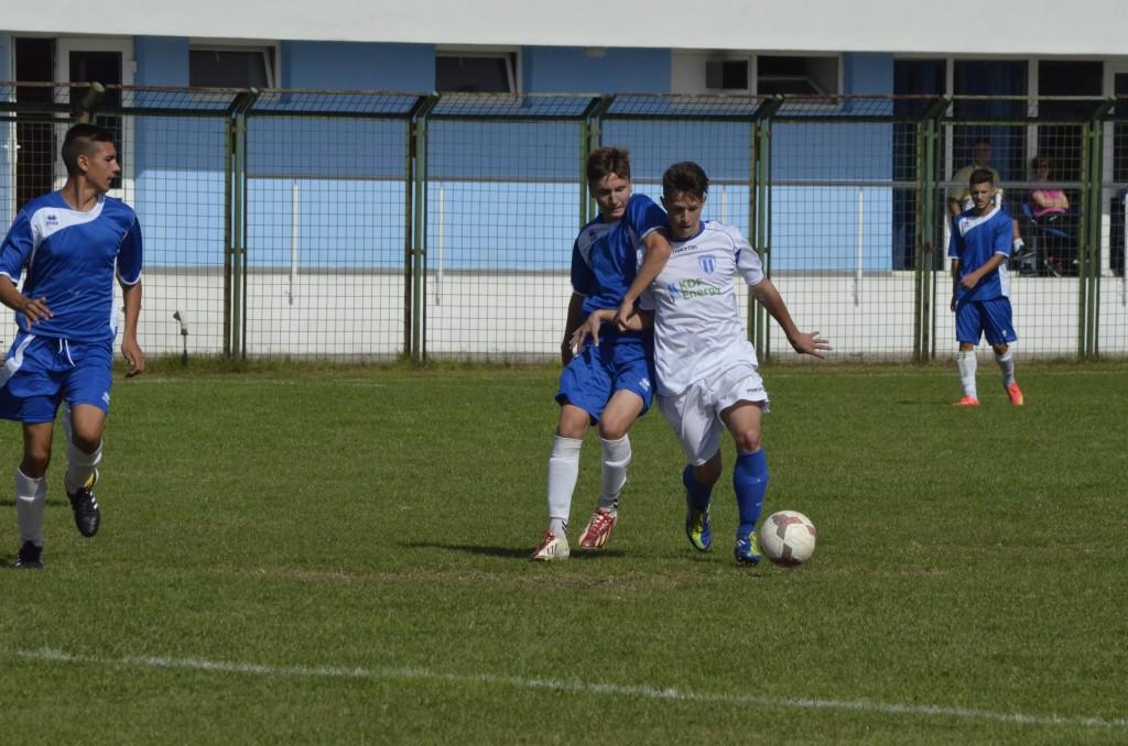 Alex Popescu (la minge) va participa la trialul lui Bogdan Vintilă