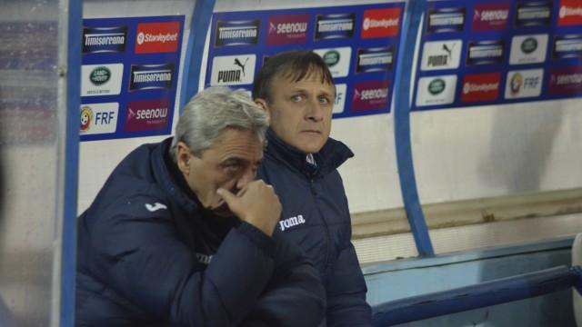 Sorin Cârţu (stânga) a făcut crize de nervi la finalul meciului