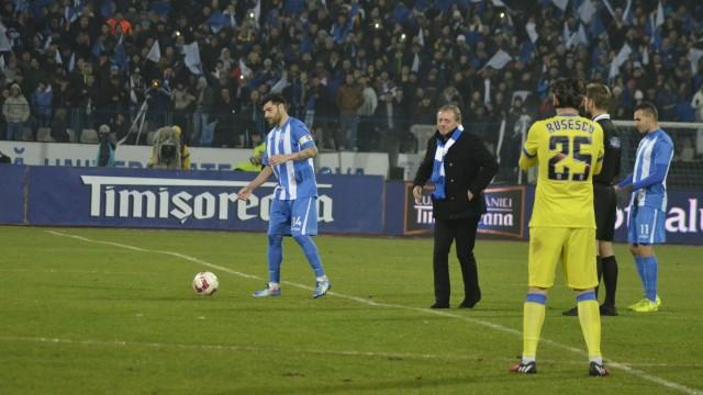 Ilie Balaci a fost ovaţionat de publicul craiovean după ce a dat lovitura de începere