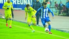 Vătăjelu (la minge) şi colegii săi trebuie să uite eşecul din Cupă şi să se concentreze la campionat (Foto: Alexandru Vîrtosu)