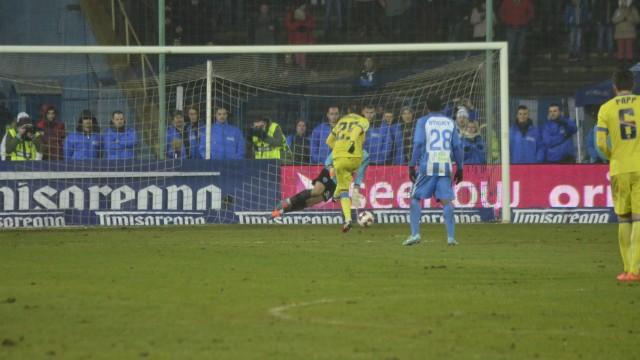 Şutul lui Rusescu din penalti a trecut pe sub Bălgrădean
