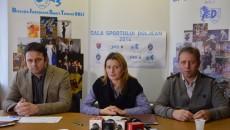 Alina Ionescu, directorul DJST Dolj, și consilierii Origen Staicu (stânga) și Mihai Milu, au vorbit despre gala de joi (foto: Lucian Anghel)